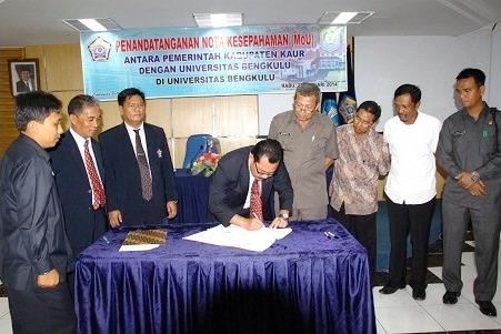 """Pulang Kampung"" Bupati Kaur Tandatangan MoU dengan Unib"