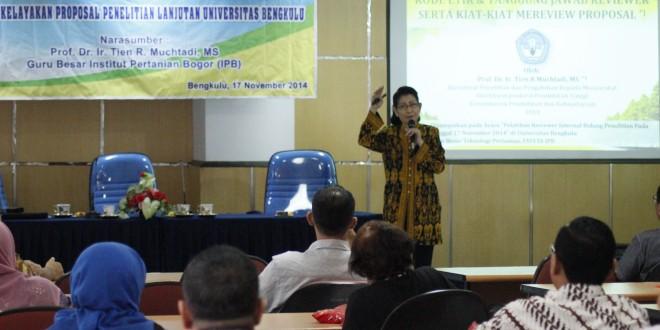 Guru Besar IPB Bagi Pengalaman pada Dosen Peneliti Unib