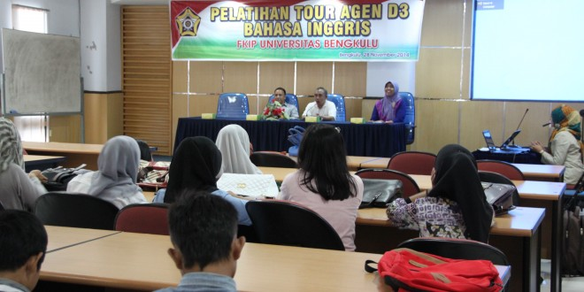 Mahasiswa D3 Bahasa Inggris Pelatihan Pramuwisata