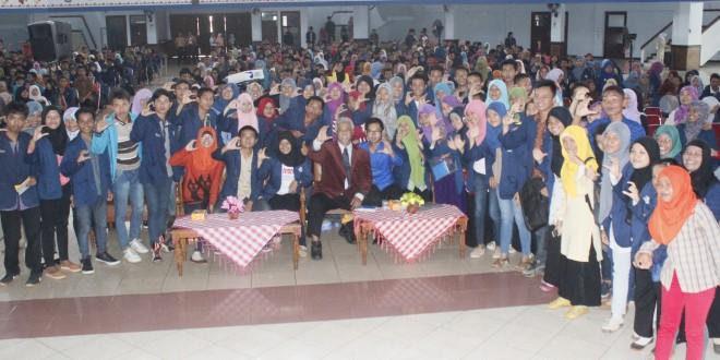 Seminar Kemahasiswaan, Menuju Masyarakat Kampus yang Kompetitif