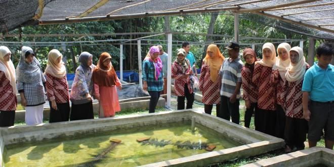Dharma Wanita UNIB Kunjungi Desa Srikaton