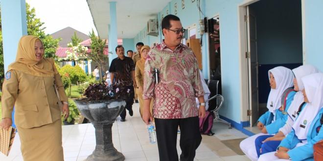 Rektor Tinjau Aset Poltekkes yang Diserahkan ke UNIB