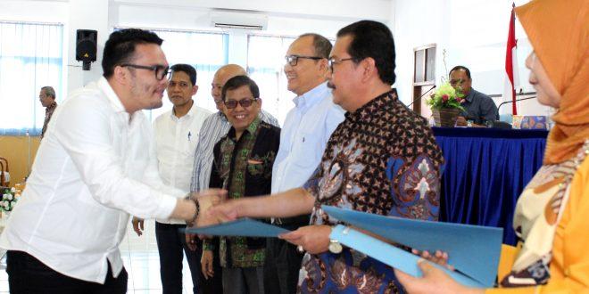 Rektor Beri Pengarahan dan Bagikan SK CPNS (Dosen) Hasil Rekrutmen Tahun 2018
