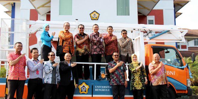 BNI Perkuat Kerjasama dengan UNIB dan Beri Bantuan Truck Tangga