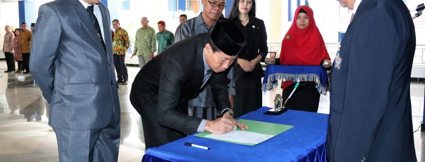 Rektor Lantik Dekan dan Wakil Dekan FH 2019-2023