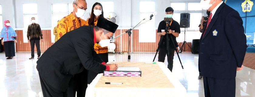 Rektor Lantik Wakil Dekan Bidang Akademik FEB
