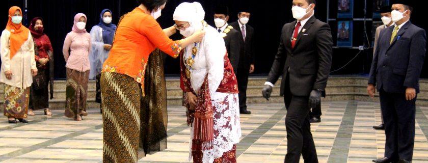 Sesjen Kemendikbudristek Lantik Dr. Retno Ekaputri sebagai Rektor UNIB 2021-2025